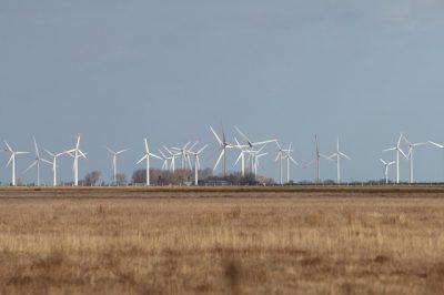 wind-turbines-264130_640