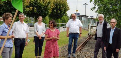 Ulrike Maus, Sina Beckmann, Detlev Schulz-Hendel uvm. beim Bahnhof in Esens